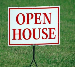 Picture of a sign on a lawn that says Open House